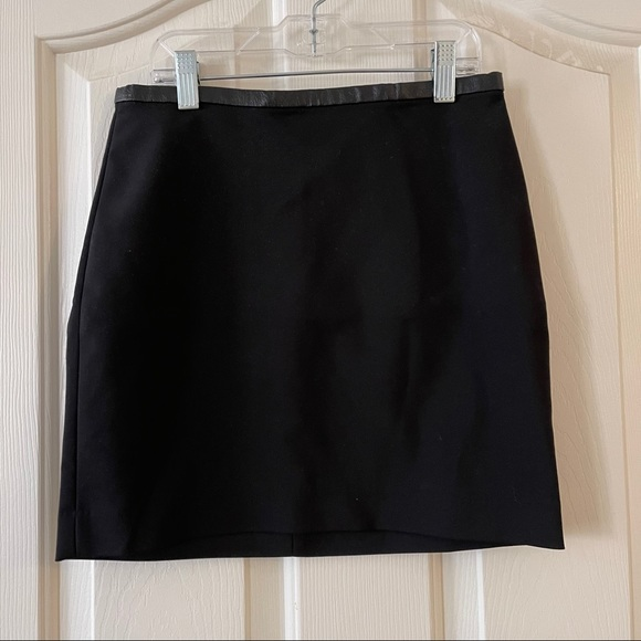 3/$20 H and m black skirt size 2